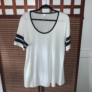 LulaRoe Perfect Tee XL